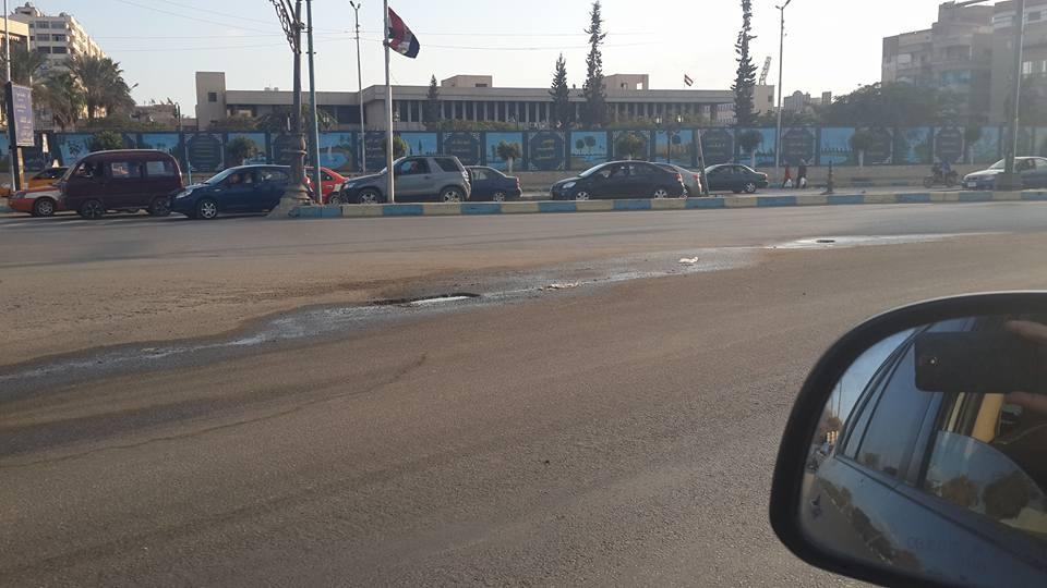 كسر ماسورة مياه أمام مبنى المحافظة