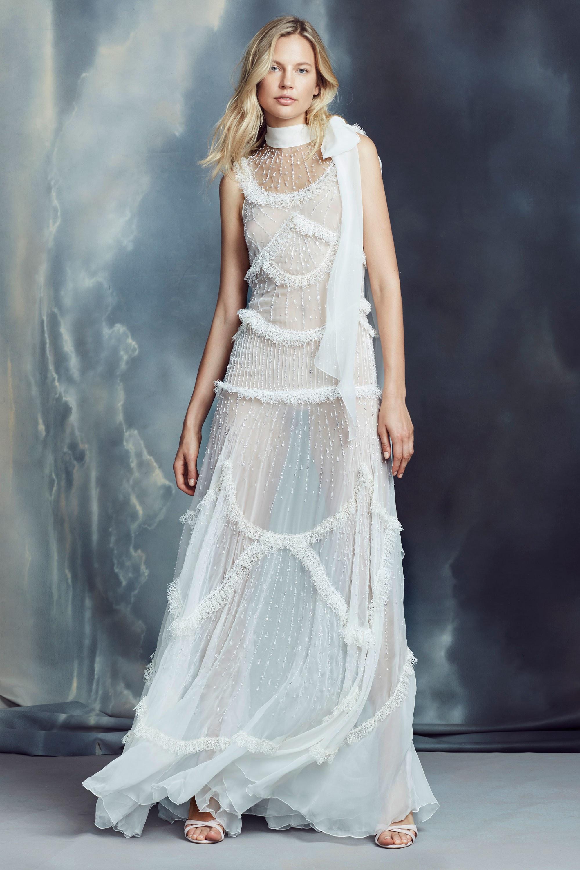 فستان أبيض شيفون