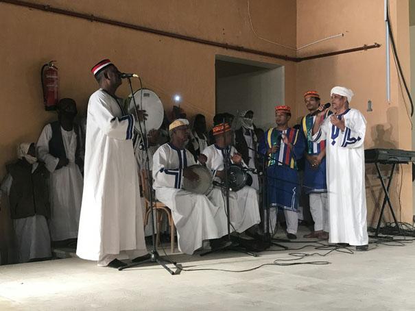 فرقة أسوان للفنون الشعبية تختتم عروضها الفنية بمهرجان الشلاتين للإبداع الفنى (11)