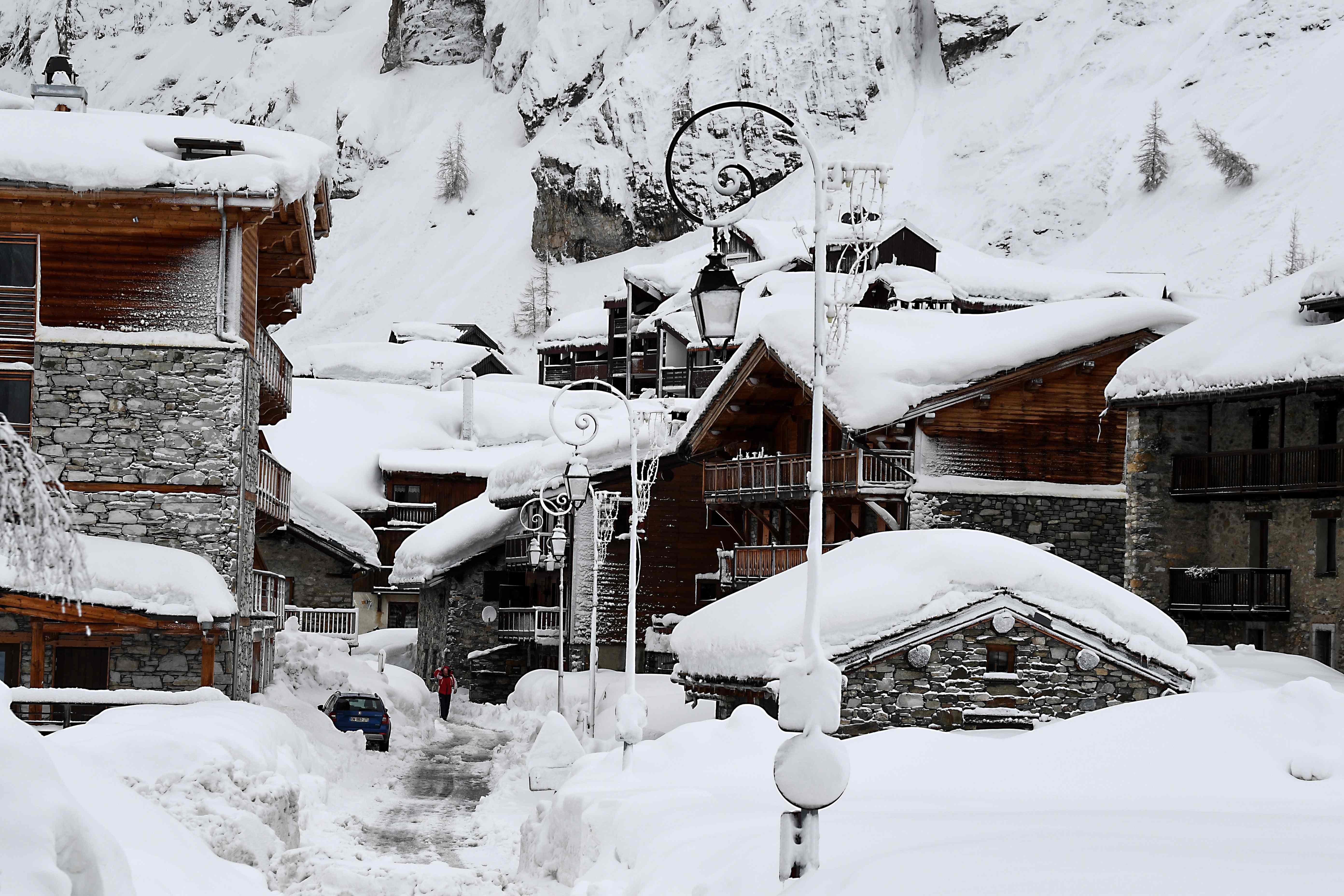 الثلوج تغطى شوارع فرنسا