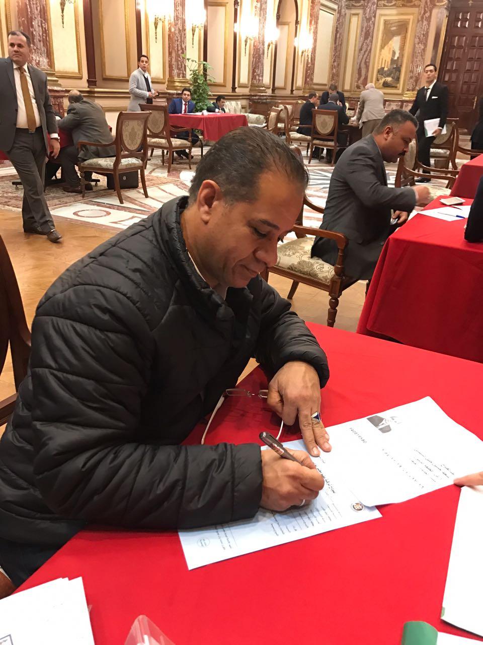 برلمانية حزب مستقبل وطن توقع استمارة تزكية السيسى للترشح للانتخابات