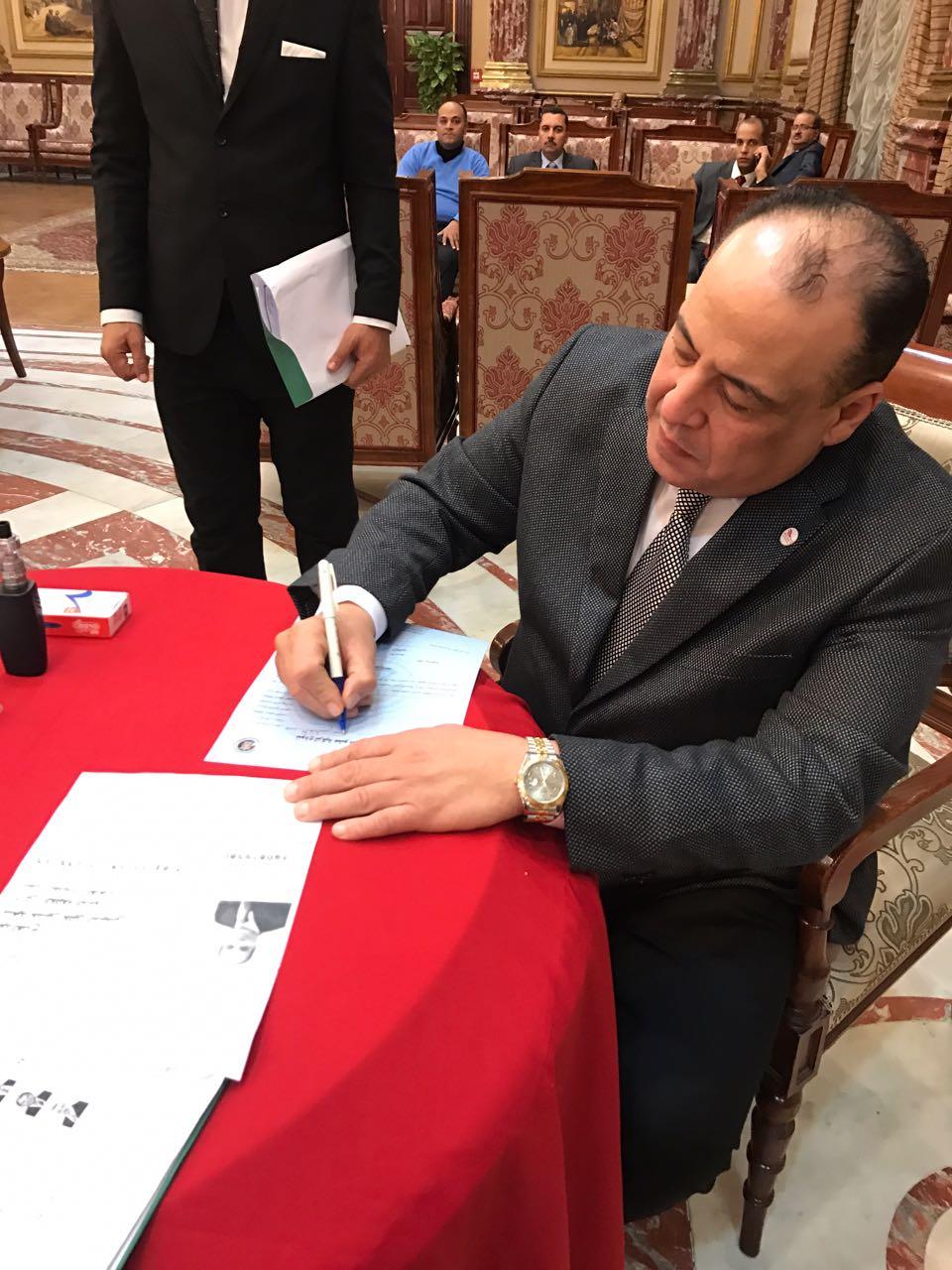 توقيع استمارة تزكية الرئيس عبد الفتاح السيسى