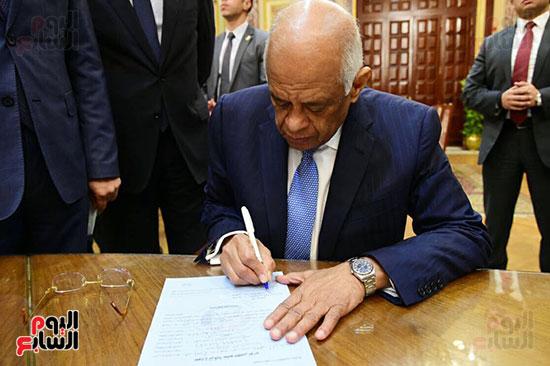 نواب البرلمان يحررون توكيلات ترشيح الرئيس السيسى  (7)