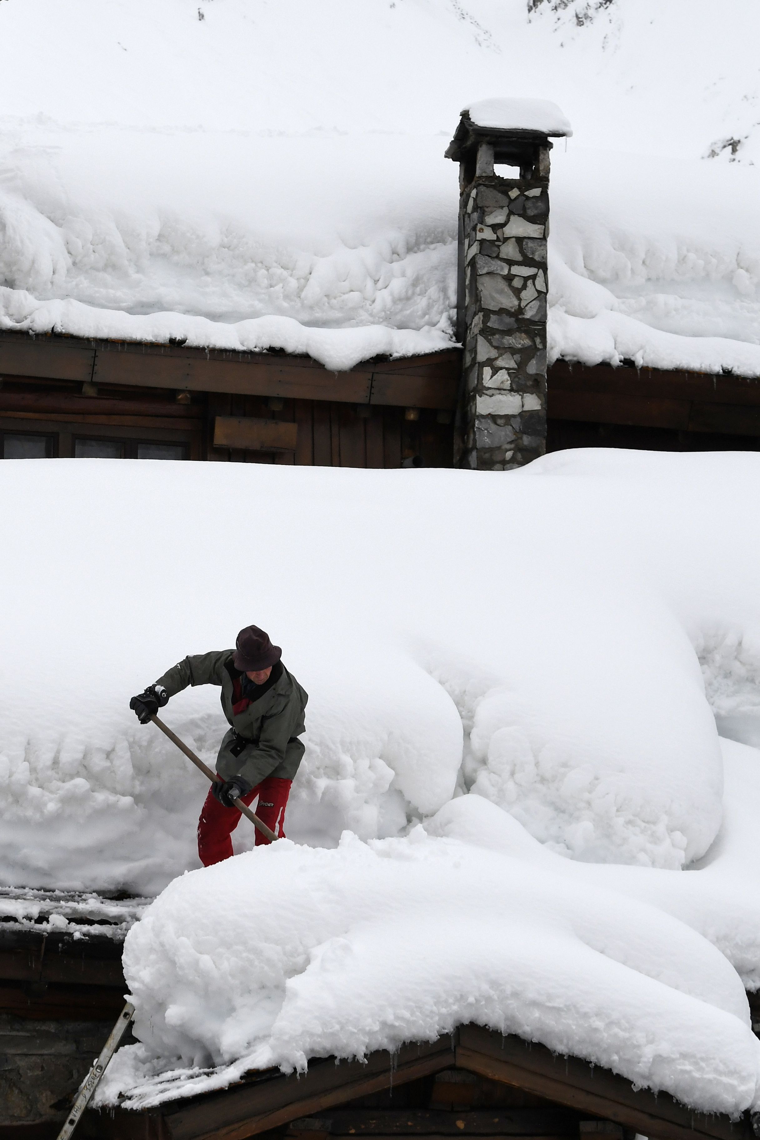 محاولات لإزالة الثلوج