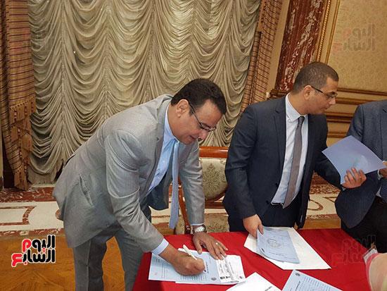 نواب البرلمان يحررون توكيلات ترشيح الرئيس السيسى  (2)