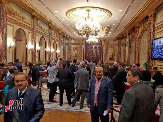 نواب البرلمان يحررون توكيلات ترشيح الرئيس السيسى  (3)