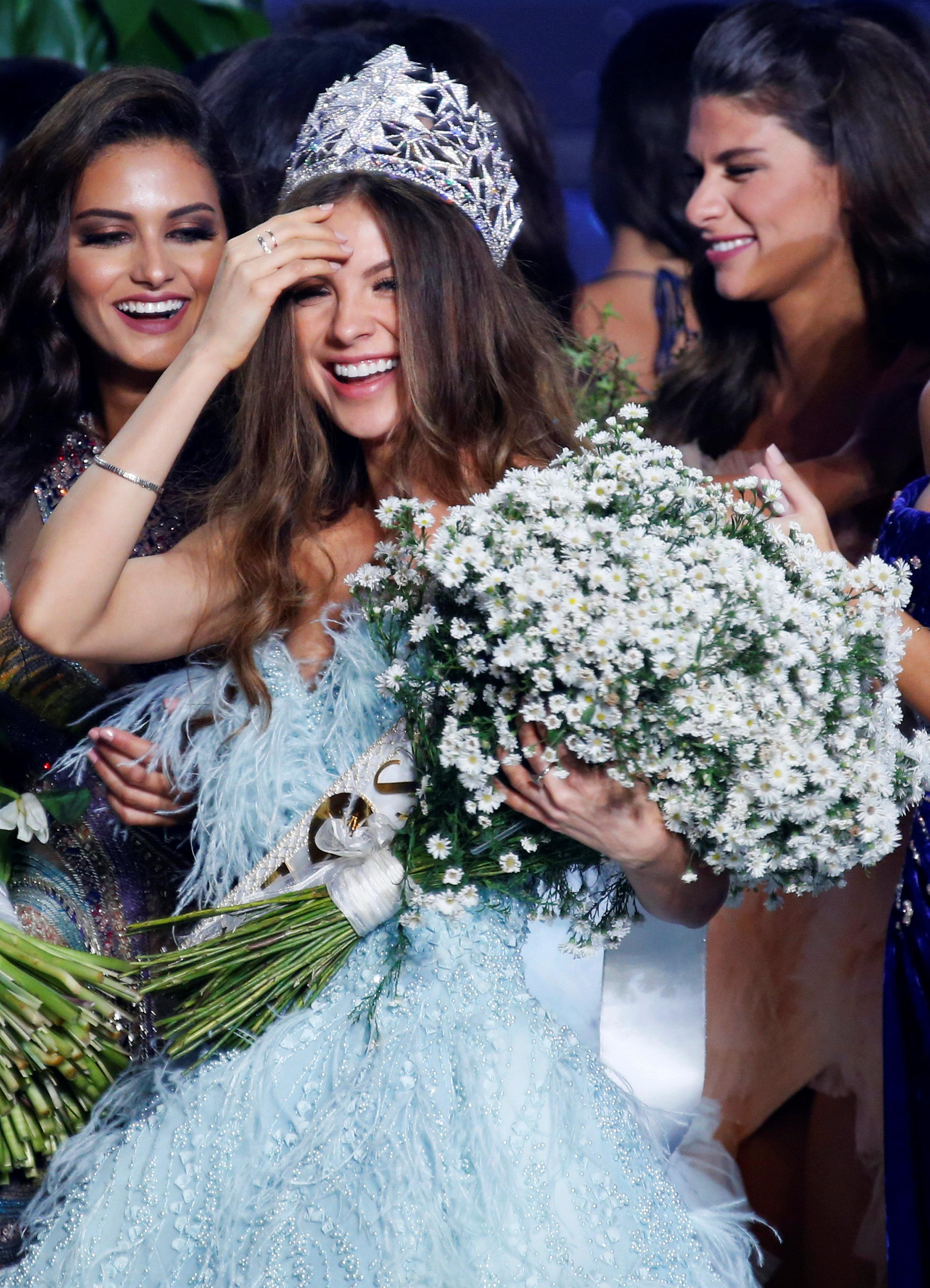 جانب من تتويج ملكة جمال لبنان