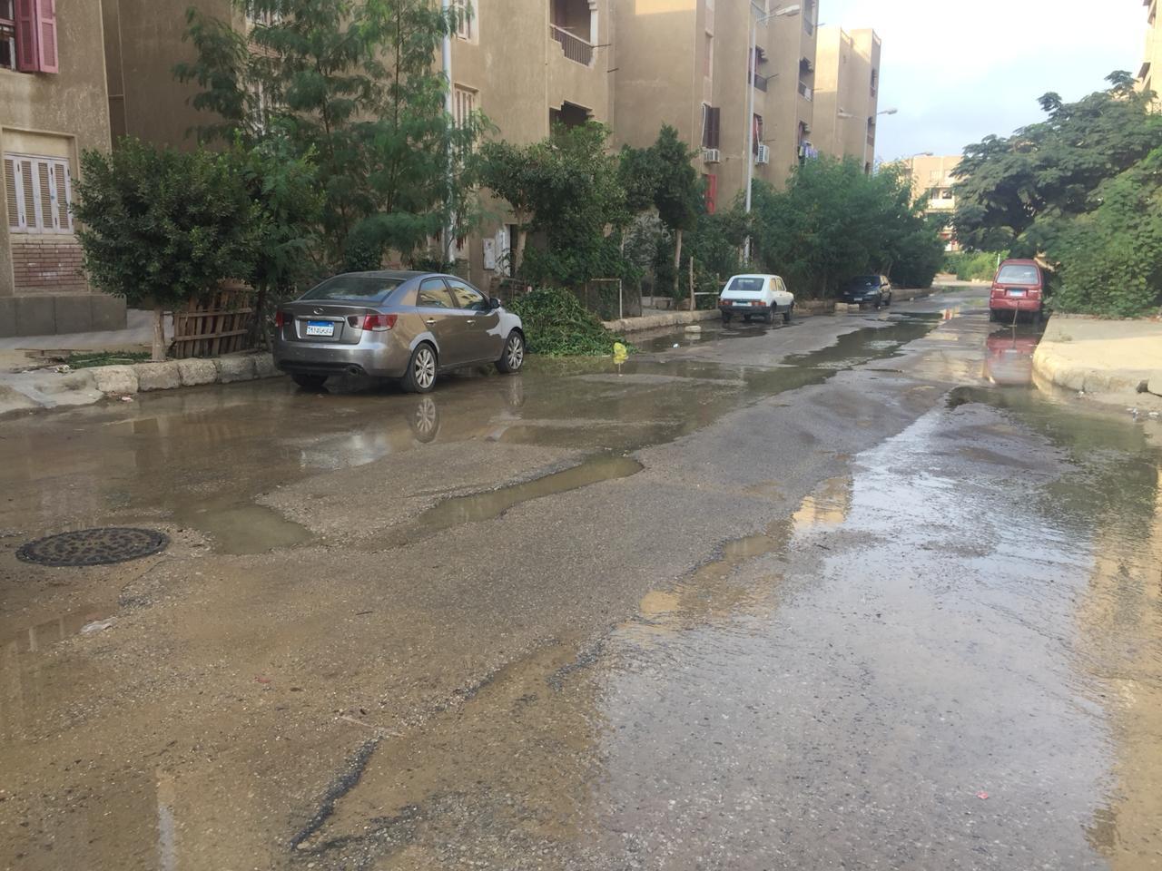 غرق الشوارع بسبب كسر ماسورة المياه