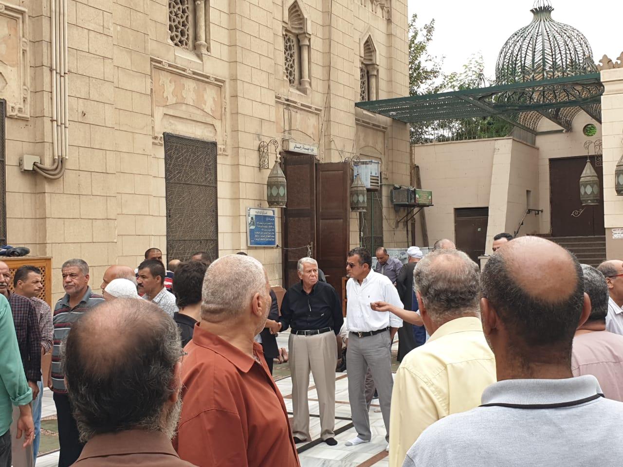حسن حمدى وخالد مرتجى فى جنازة صفوت عبد الحليم
