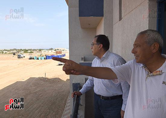 صور رئيس الوزراء يتفقد مشروع تطوير مناطق الرويسات بشرم الشيخ (7)
