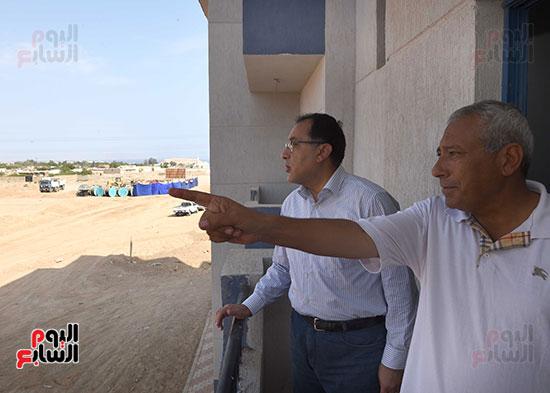 صور رئيس الوزراء يتفقد مشروع تطوير مناطق الرويسات بشرم الشيخ (6)