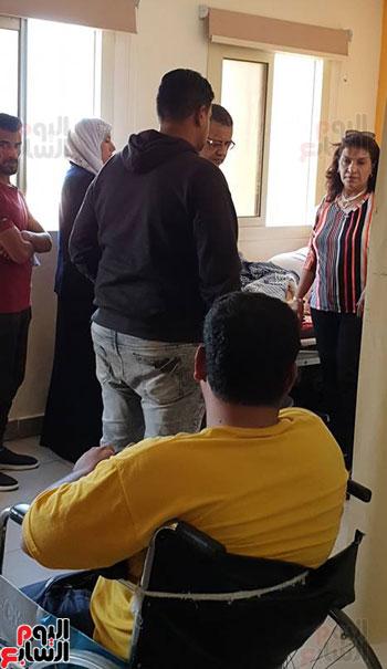 النائبة إيفيلين متى تتفقد مستشفى كفر سعد (8)