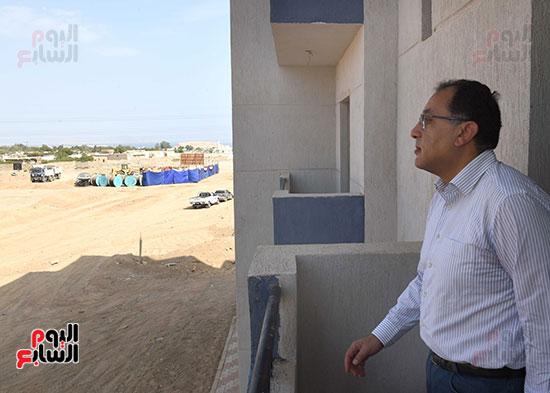 صور رئيس الوزراء يتفقد مشروع تطوير مناطق الرويسات بشرم الشيخ (5)