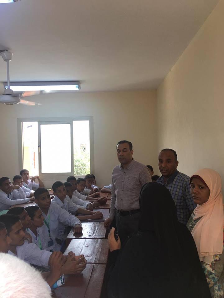 وكيل صحة الأقصر يتفقد مدرسة التمريض الجديد بمدينة بإسنا (2)