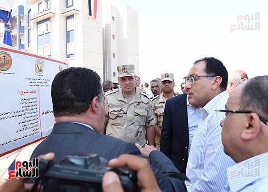 صور رئيس الوزراء يتفقد مشروع تطوير مناطق الرويسات بشرم الشيخ (1)