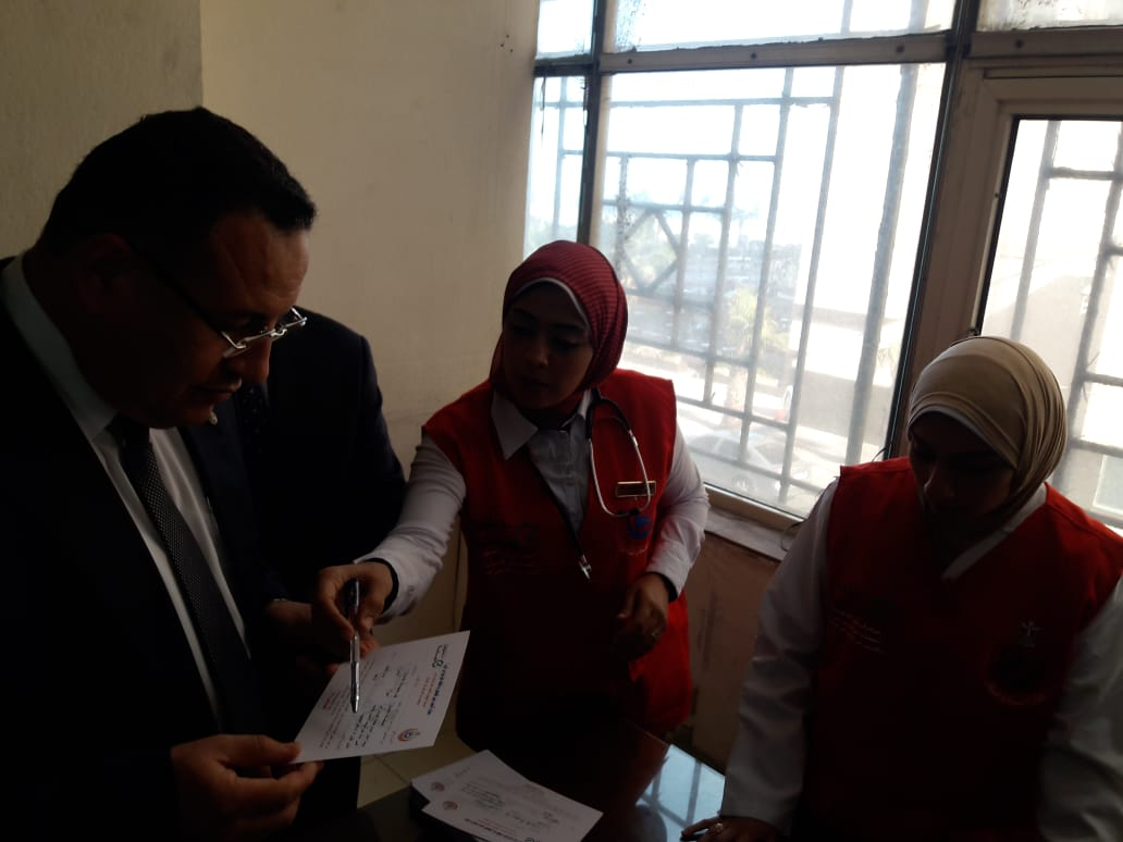 محافظ الإسكندرية يفتتح المبادرة الرئاسية للكشف عن فيروس سى (3)