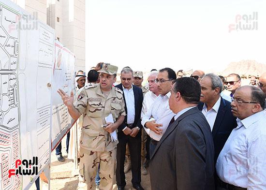 صور رئيس الوزراء يتفقد مشروع تطوير مناطق الرويسات بشرم الشيخ (3)