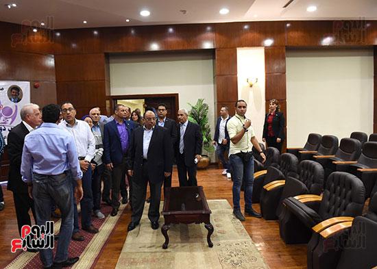 صور رئيس الوزراء يتفقد مدينة الشباب والرياضة بشرم الشيخ (2)