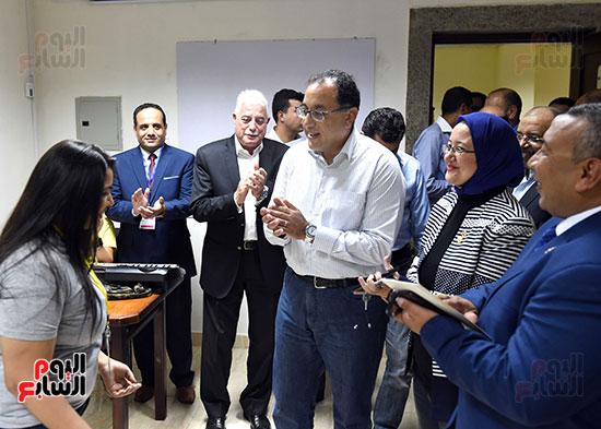 صور رئيس الوزراء يتفقد مدينة الشباب والرياضة بشرم الشيخ (6)