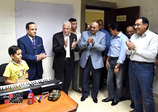 صور رئيس الوزراء يتفقد مدينة الشباب والرياضة بشرم الشيخ (5)