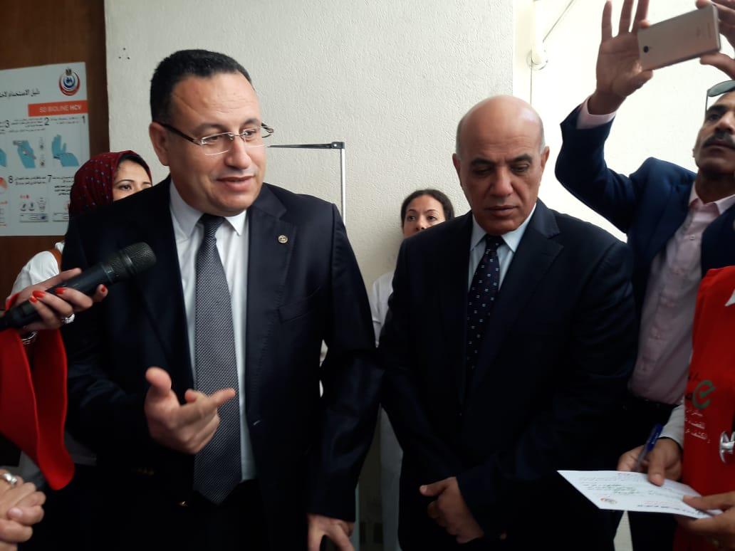 محافظ الإسكندرية يفتتح المبادرة الرئاسية للكشف عن فيروس سى (4)