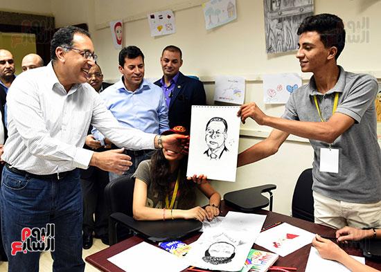 صور رئيس الوزراء يتفقد مدينة الشباب والرياضة بشرم الشيخ (7)