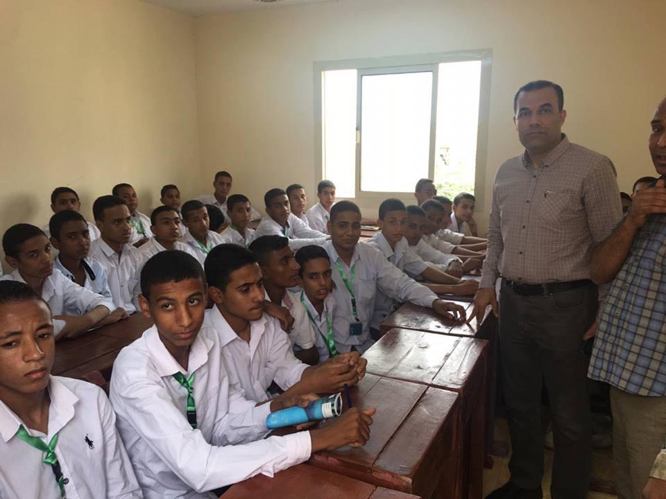 وكيل صحة الأقصر يتفقد مدرسة التمريض الجديد بمدينة بإسنا (1)