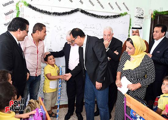 صور رئيس الوزراء فى جولة تفقدية بشرم الشيخ (8)