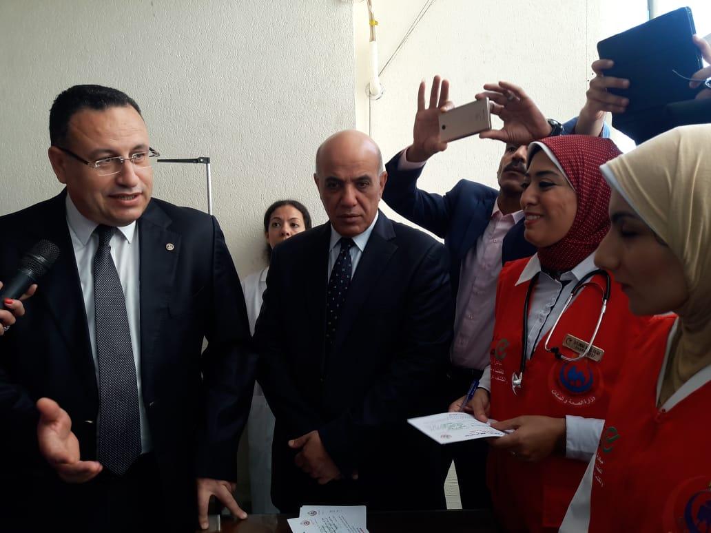 محافظ الإسكندرية يفتتح المبادرة الرئاسية للكشف عن فيروس سى (5)