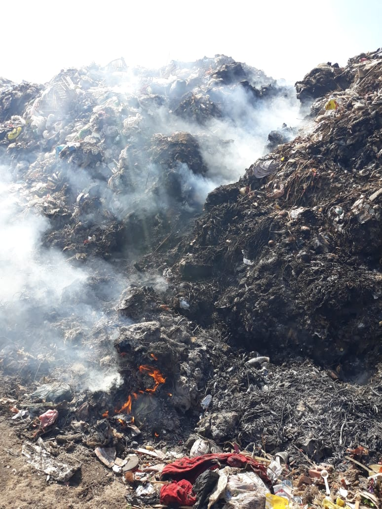 حرق القمامة فى  عزبة ابو خليل   (1)