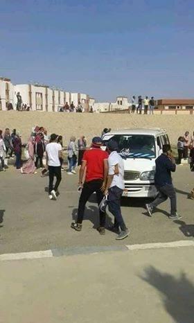 تدافع طلاب جامعة اسوان الجديدة على المواصلات (3)
