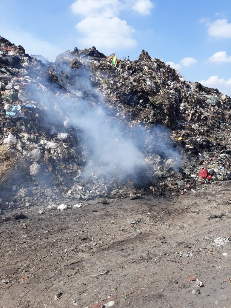 حرق القمامة فى  عزبة ابو خليل   (3)