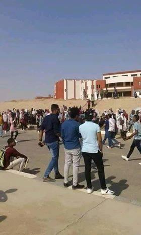 تدافع طلاب جامعة اسوان الجديدة على المواصلات (5)