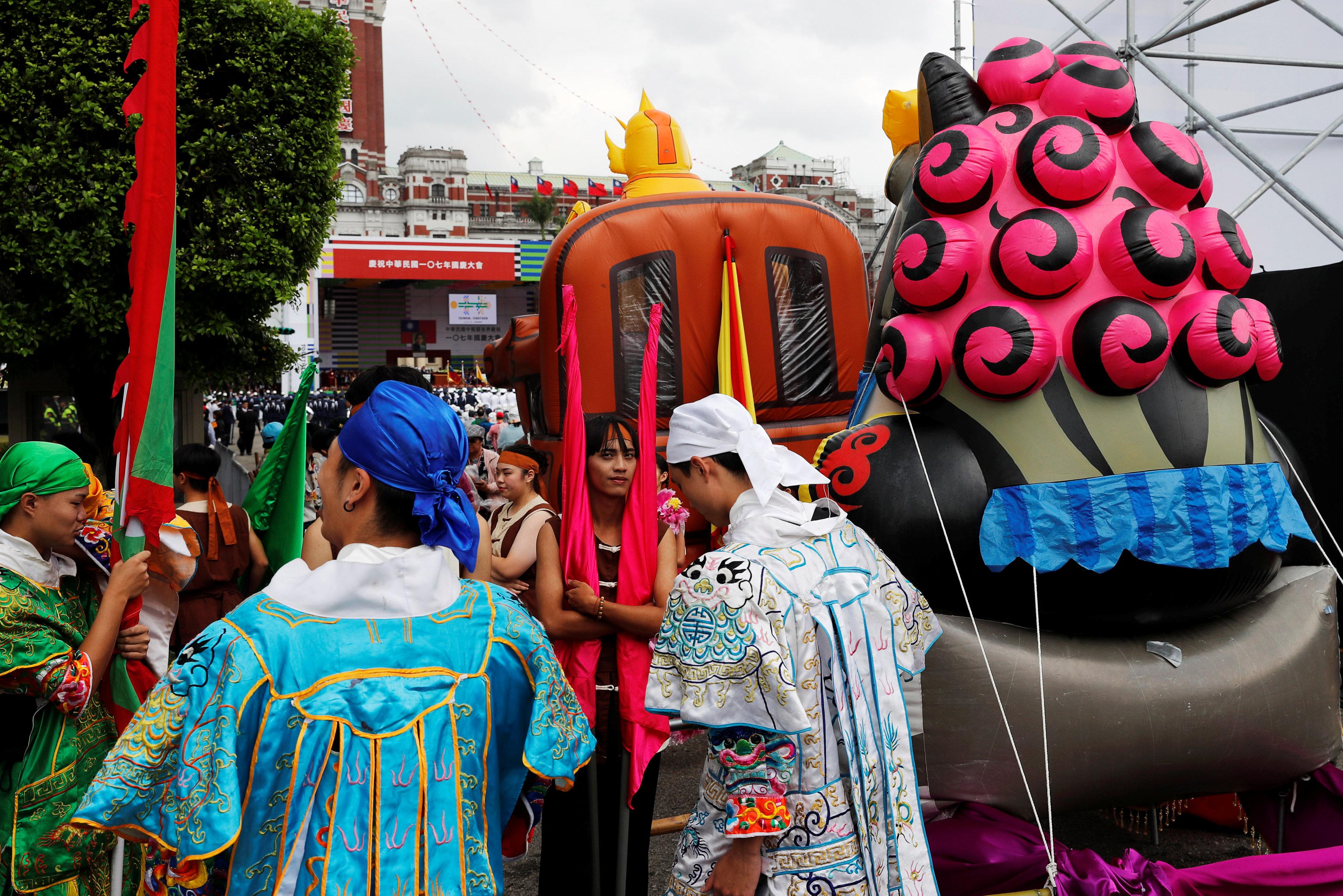 احتفالات مواطنو تايوان باليوم الوطنى لبلادهم