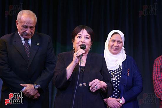 تكريم سميرة عبد العزيز بمهرجان المسرح الحر بجامعة عين شمس  (29)