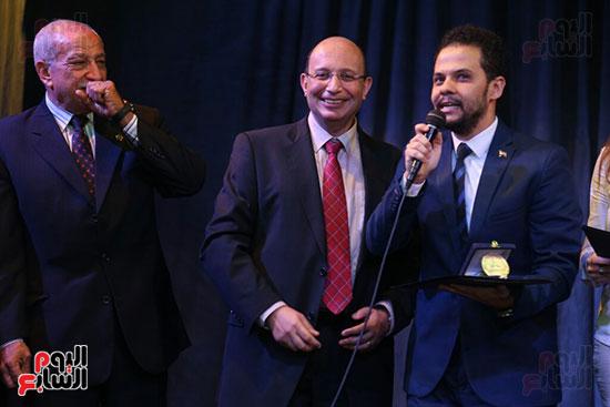 تكريم سميرة عبد العزيز بمهرجان المسرح الحر بجامعة عين شمس  (37)