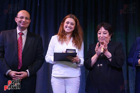 تكريم سميرة عبد العزيز بمهرجان المسرح الحر بجامعة عين شمس  (31)