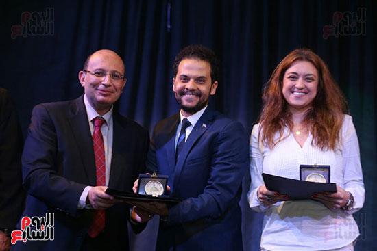 تكريم سميرة عبد العزيز بمهرجان المسرح الحر بجامعة عين شمس  (34)