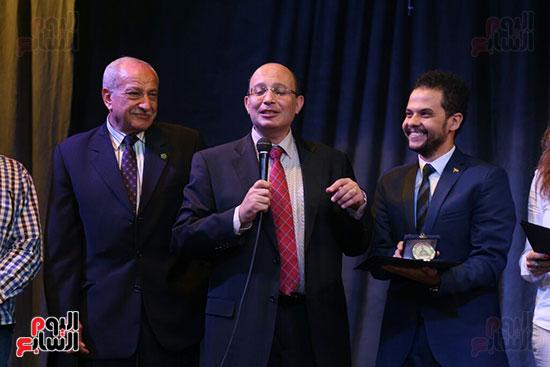 تكريم سميرة عبد العزيز بمهرجان المسرح الحر بجامعة عين شمس  (36)