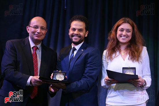 تكريم سميرة عبد العزيز بمهرجان المسرح الحر بجامعة عين شمس  (35)