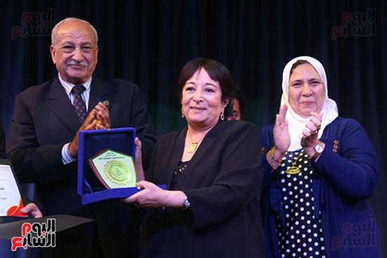 تكريم سميرة عبد العزيز بمهرجان المسرح الحر بجامعة عين شمس  (27)