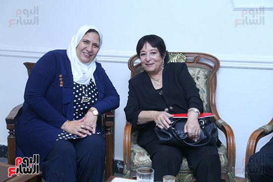 تكريم سميرة عبد العزيز بمهرجان المسرح الحر بجامعة عين شمس  (10)