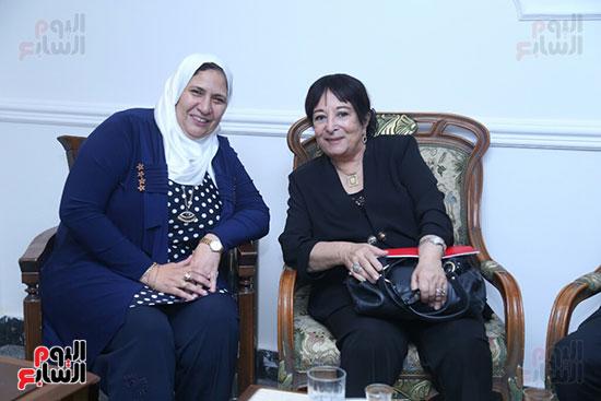 تكريم سميرة عبد العزيز بمهرجان المسرح الحر بجامعة عين شمس  (9)