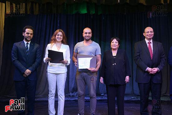 تكريم سميرة عبد العزيز بمهرجان المسرح الحر بجامعة عين شمس  (42)
