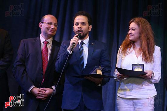 تكريم سميرة عبد العزيز بمهرجان المسرح الحر بجامعة عين شمس  (38)