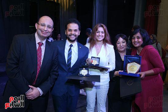 تكريم سميرة عبد العزيز بمهرجان المسرح الحر بجامعة عين شمس  (57)