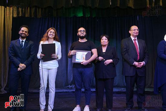 تكريم سميرة عبد العزيز بمهرجان المسرح الحر بجامعة عين شمس  (47)
