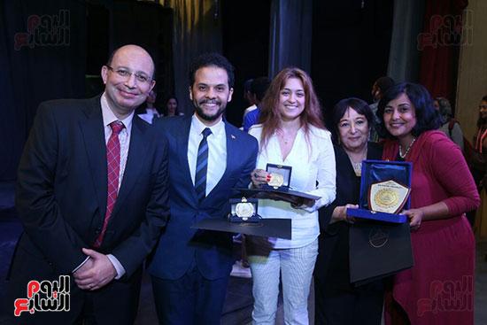 تكريم سميرة عبد العزيز بمهرجان المسرح الحر بجامعة عين شمس  (58)