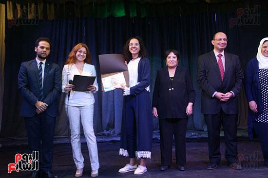 تكريم سميرة عبد العزيز بمهرجان المسرح الحر بجامعة عين شمس  (40)