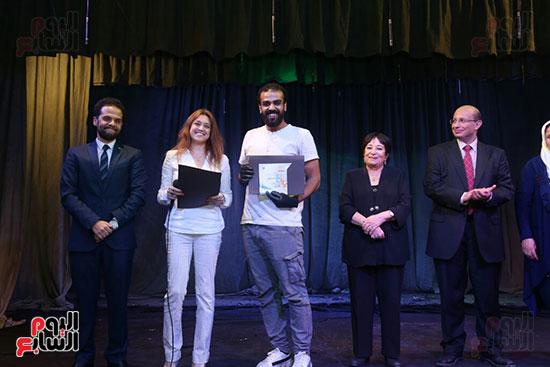 تكريم سميرة عبد العزيز بمهرجان المسرح الحر بجامعة عين شمس  (49)